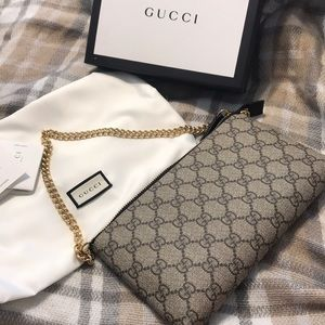 New/Authentic Gucci GG Supreme Canvas Wrist Wallet